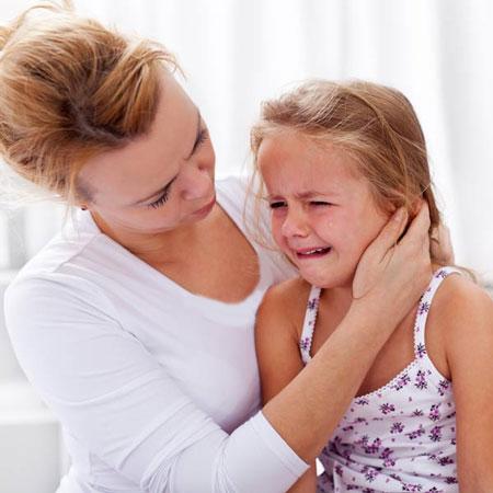 چگونه رفتاری صحیح با کودکان خردسالمان داشته باشیم