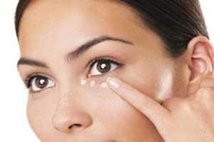 پف دور چشم؛علائم،علل و درمان آن