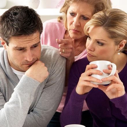 دخالتها در زندگی زناشویی