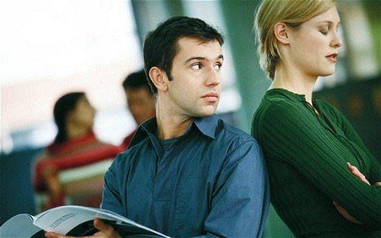 ۵ نکته برای کنار آمدن با چشم چرانی کردن مردان