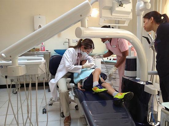 بررسی قیمت درمان دندان در ایران با دنیا