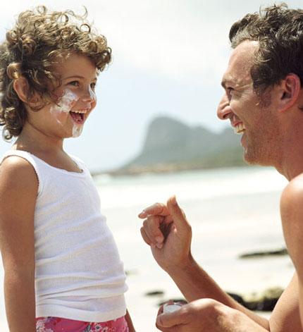 به نوزادم کرم ضد آفتاب بزنم؟!