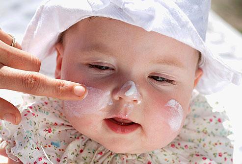 آیا به نوزادم کرم ضد آفتاب بزنم؟!