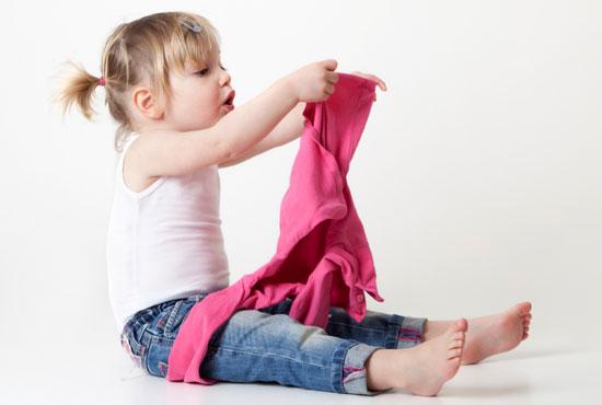 کنجکاوی کودک برای دیدن بدن خود و دیگران