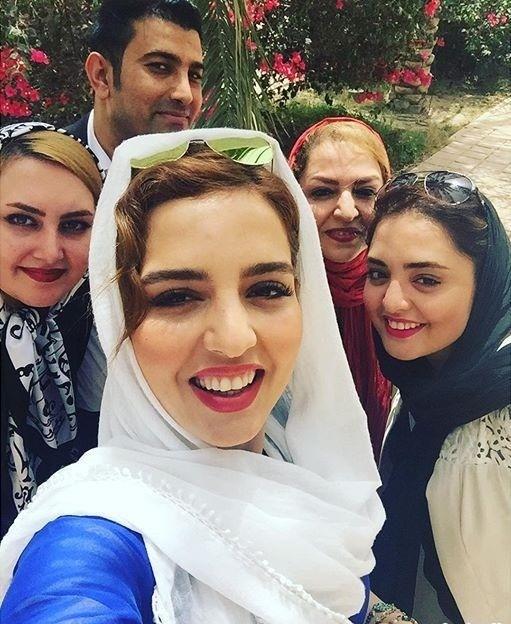 سلفی نرگس محمدی و مادر و خواهرش