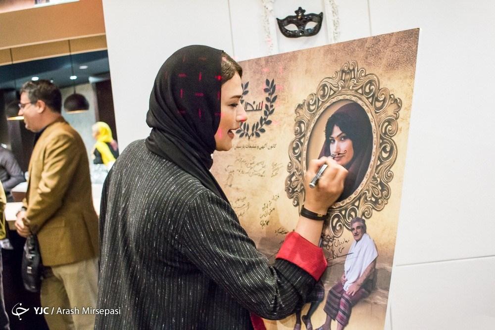 عکس لادن مستوفی در اکران فیلم یک دزدی عاشقانه