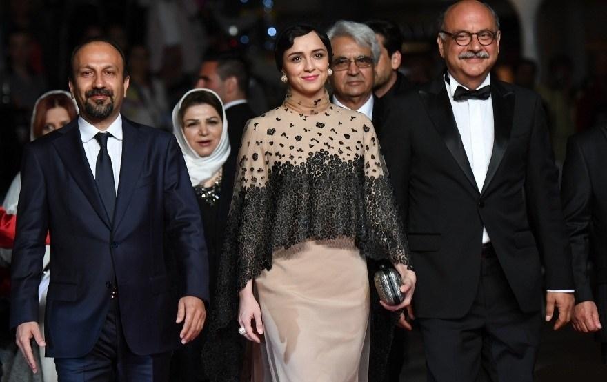 ترانه علیدوستی و اصغر فرهادی روی فرش قرمز فروشنده