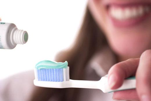 چگونه حساسیت دندان را از بین ببریم؟