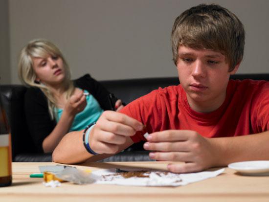 نشانههای معتاد شدن فرزندتان را بشناسید