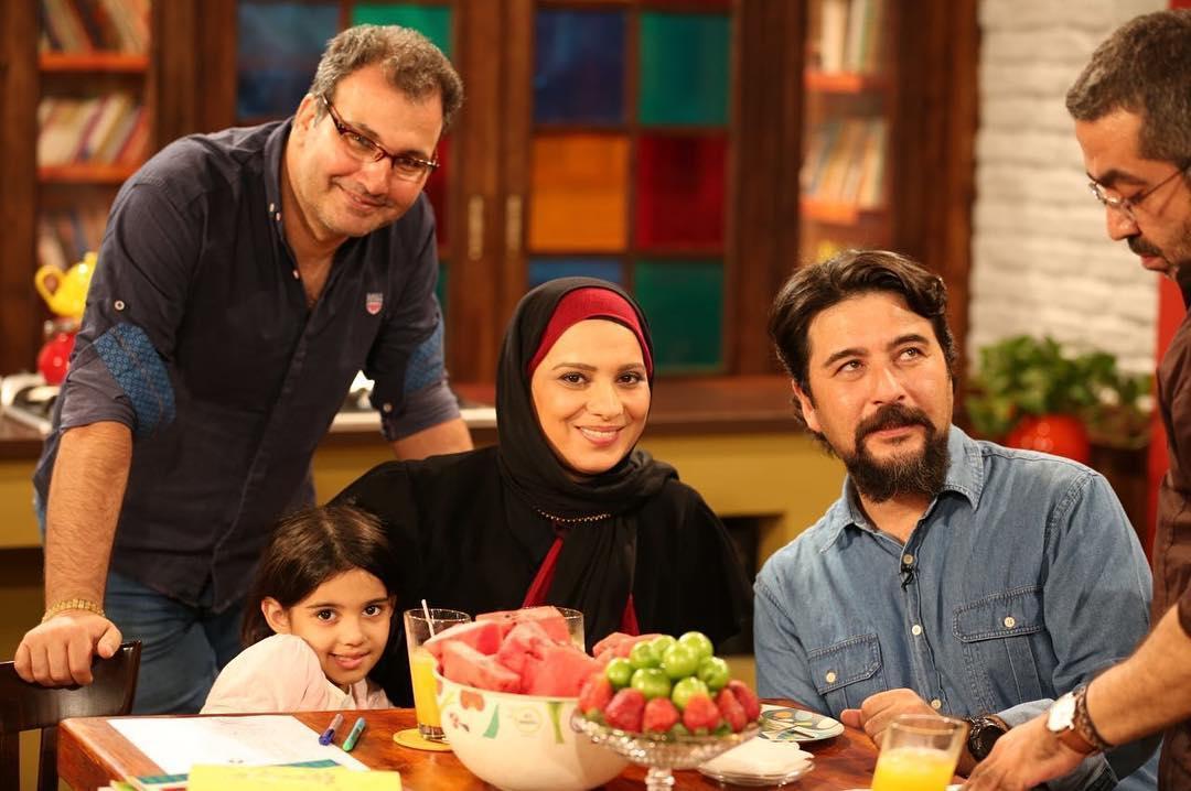 روشنک عجمیان و دخترش در کنار امیرحسین صدیق