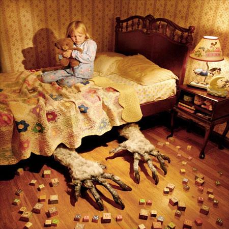 زیر تختم لولو قایم شده مامان!
