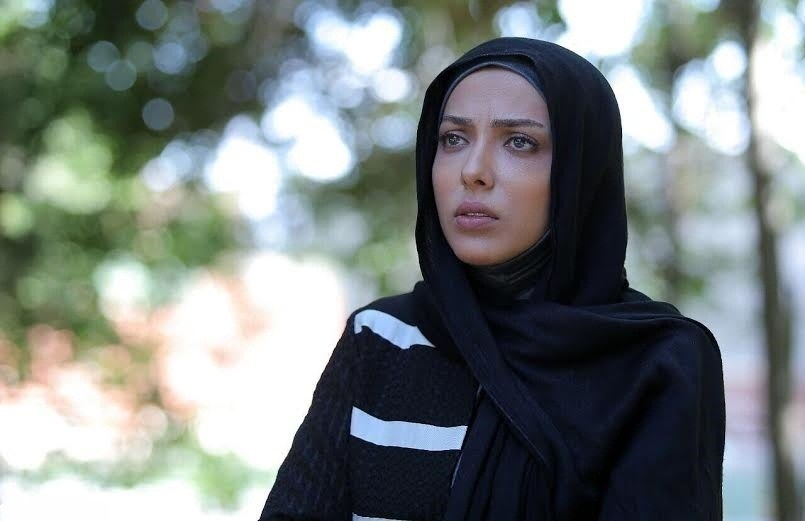 لیلا اوتادی بازیگر نقش آوا در سریال آرام میگیریم