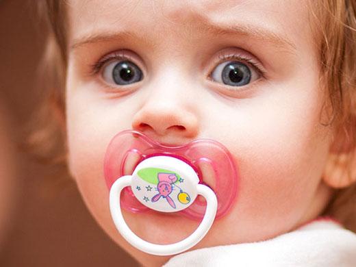 پستانک جلوی مرگ نوزاد را میگیرد؟!