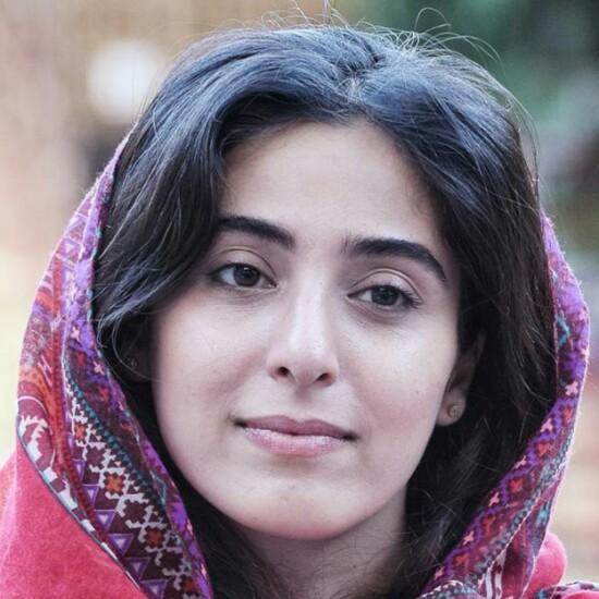 عکسهای آناهیتا افشار در مراسم رونمایی از پوستر فیلم ویلایی ها