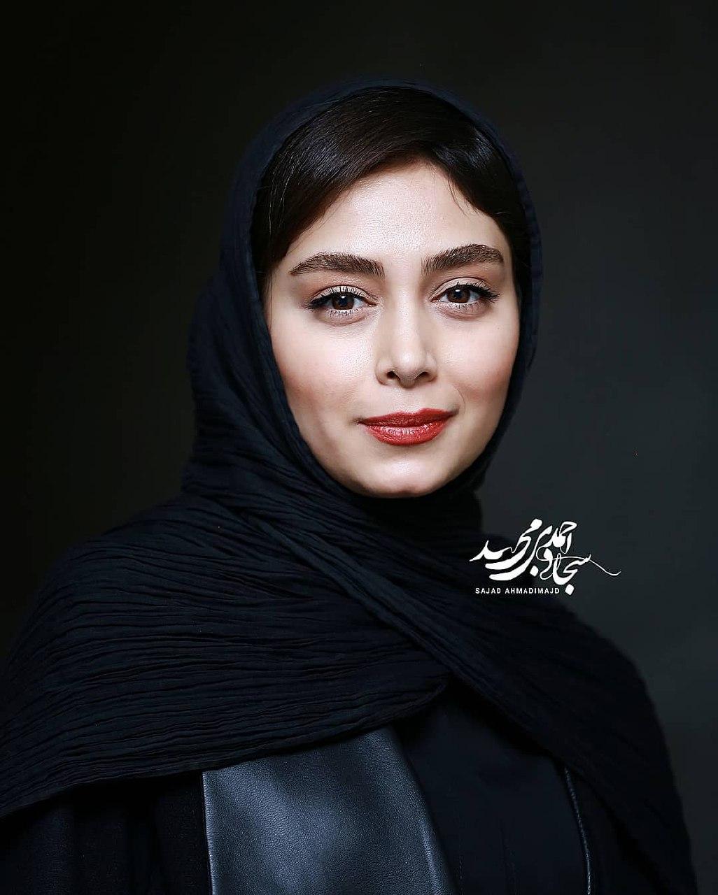 عکسهای دیبا زاهدی در اکران فیلم تیغ و ترمه در ۳۷ اُمین جشنواره فیلم فجر