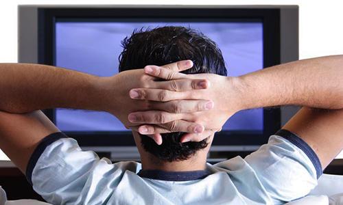 مواردی از خطرات تماشای زیاد تلویزیون