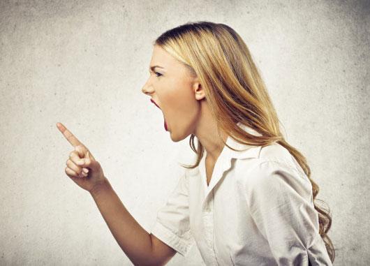 آزار دادن شوهر با زبان تند و تیز و تلخ!