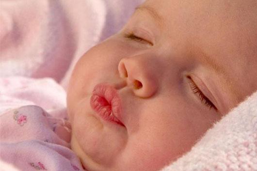 بهترین راه کارها برای درمان لب های خشکی زده کودک
