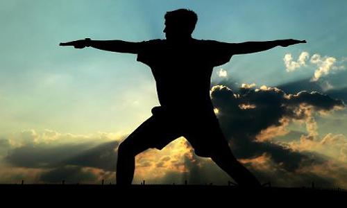 یوگا به درمان بیماری های مزمن کمک می کند