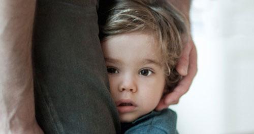 عوامل تاثیر گذار در ترس کودکان از جدایی از والدین